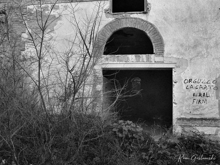 Abandoned cortijo – I think this used to be the animal pen
