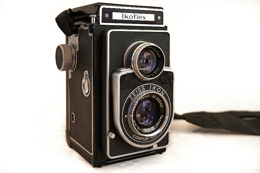 General view of the Zeiss Ikon Ikoflex IIa 855/16
