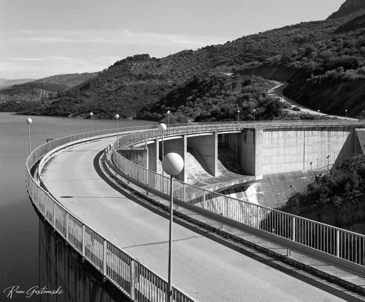 Black and white photograph of the Viboras Dam